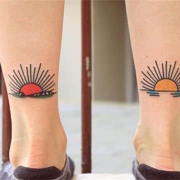 tatuajes de puestas de sol en los tobillos