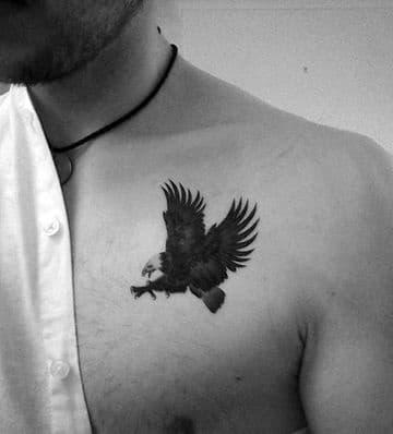 tatuajes en el pectoral pequeños de aguila