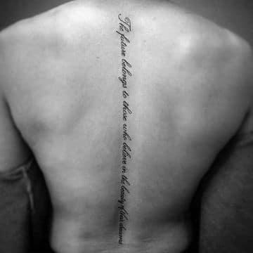 tatuajes en la columna vertebral de frases