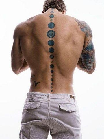 tatuajes en la columna vertebral de hombres