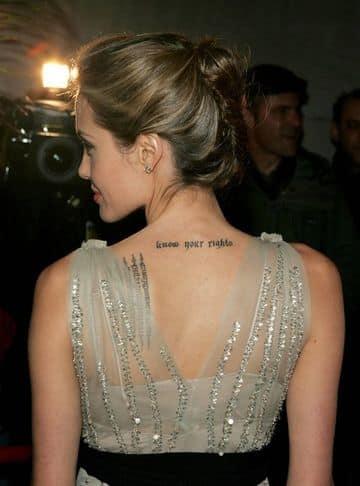 tatuajes escritos en la espalda de famosos