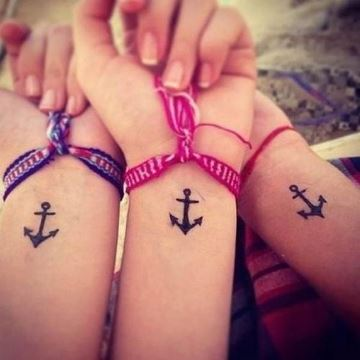 tatuajes iguales para amigas en las muñecas