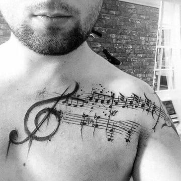 tatuajes musicales para hombres en pectorales