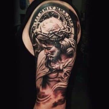 tatuajes religiosos en el brazo de hombres