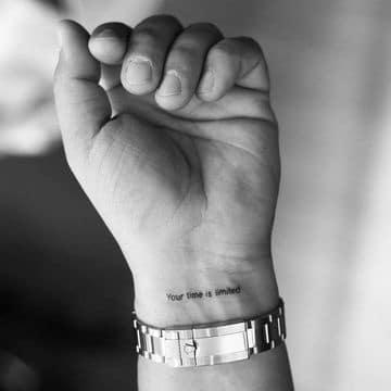 mini tatuajes para hombres de frase