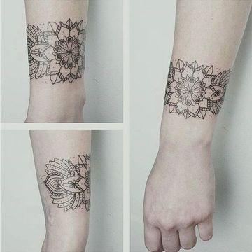 tatuajes en forma de pulsera estilo mandala