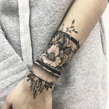 tatuajes en forma de pulsera para mujeres
