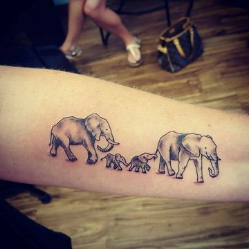 tatuajes alusivos a la familia en el brazo