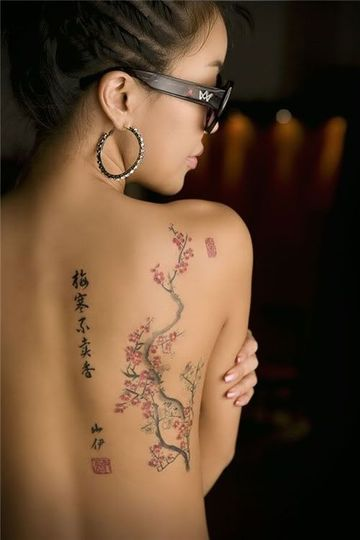 tatuajes bonitos para mujer en la espalda