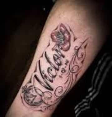 tatuajes con el nombre de victor en el brazo