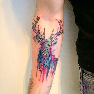tatuajes de acuarela para hombres en el brazo