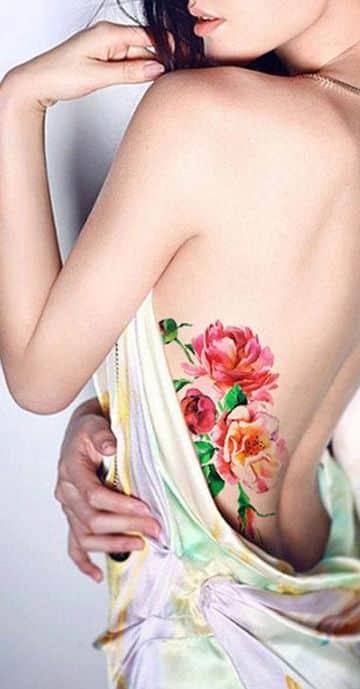 tatuajes de acuarela para mujer en la espalda