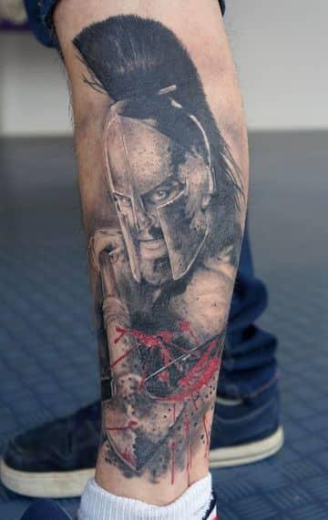 tatuajes de guerreros romanos en la pierna