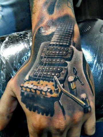 tatuajes de guitarras electricas en las manos