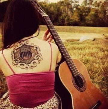 tatuajes de guitarras para mujer hermosos