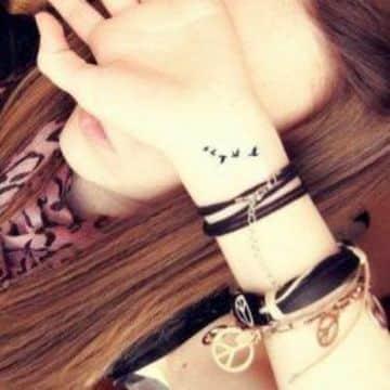 tatuajes delicados para mujer en la muñeca