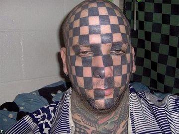tatuajes feos mal hechos en la cara