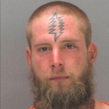 tatuajes feos mal hechos en la frente