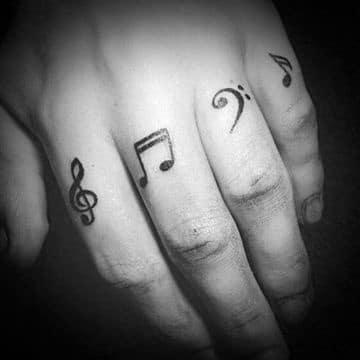 tatuajes relacionados con la musica en la mano