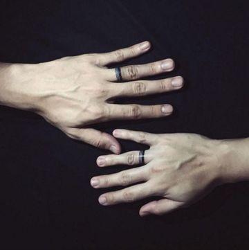 tatuajes de anillos de pareja iguales