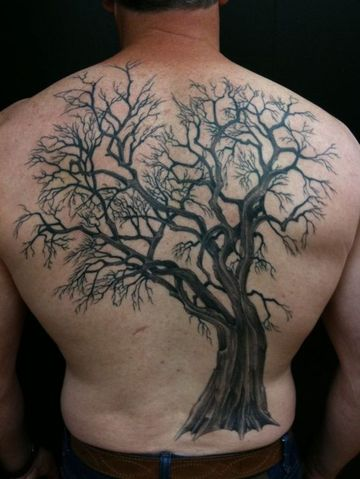 tatuajes de arboles para hombres en la espalda