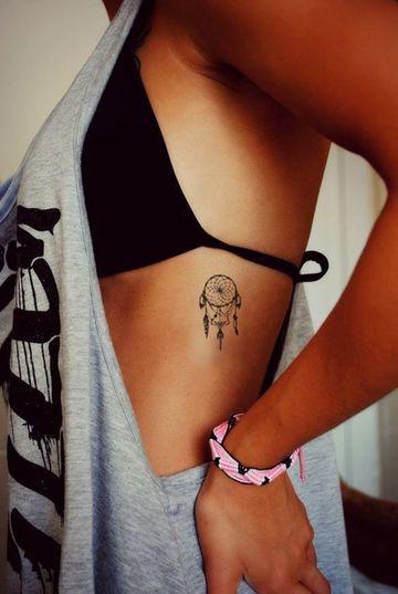 tatuajes de atrapasueños pequeños para mujeres