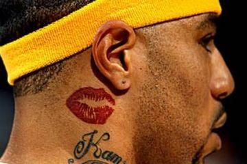 tatuajes de besos en el cuello de hombres