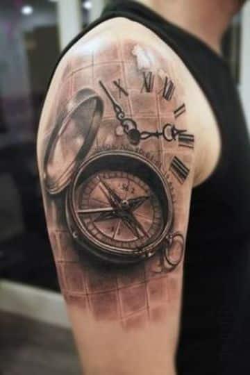 tatuajes de brujulas en el hombro de hombre