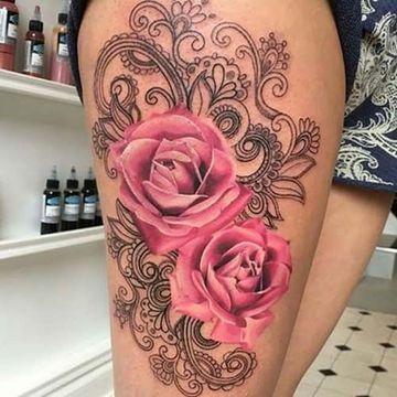 tatuajes de flores en la pierna a color