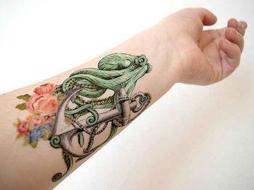 tatuajes de pulpos en el brazo a color