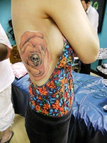 tatuajes de vida y muerte de mujeres