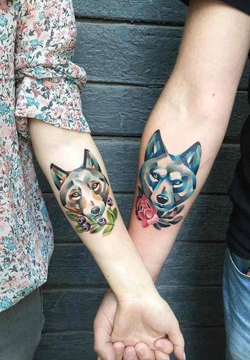 tatuajes para parejas a color en los brazos