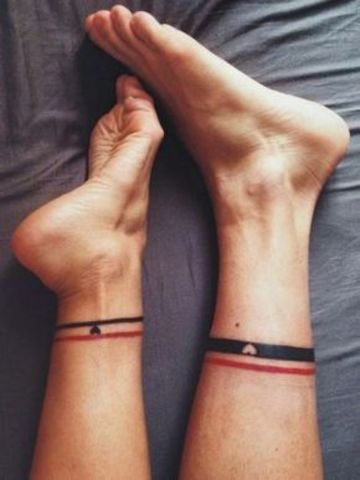 tatuajes simbolicos para parejas en los tobillos
