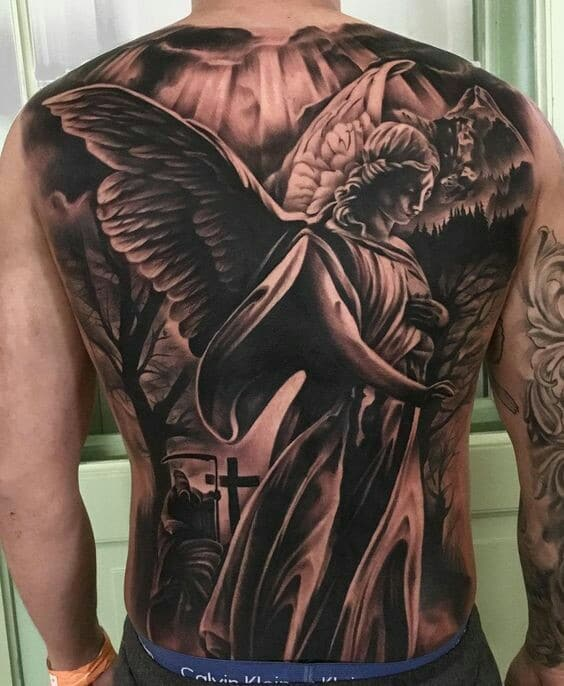 fotos de tatuajes de angeles en la espalda