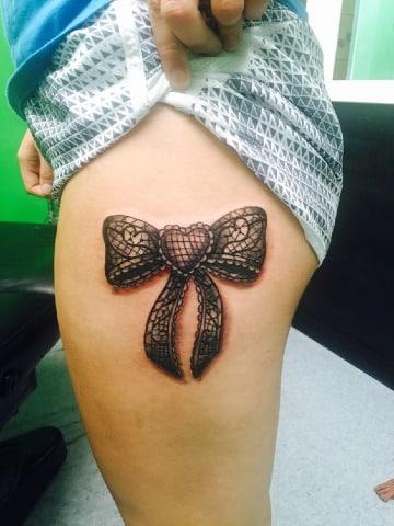imagenes de tatuajes de moños en la pierna