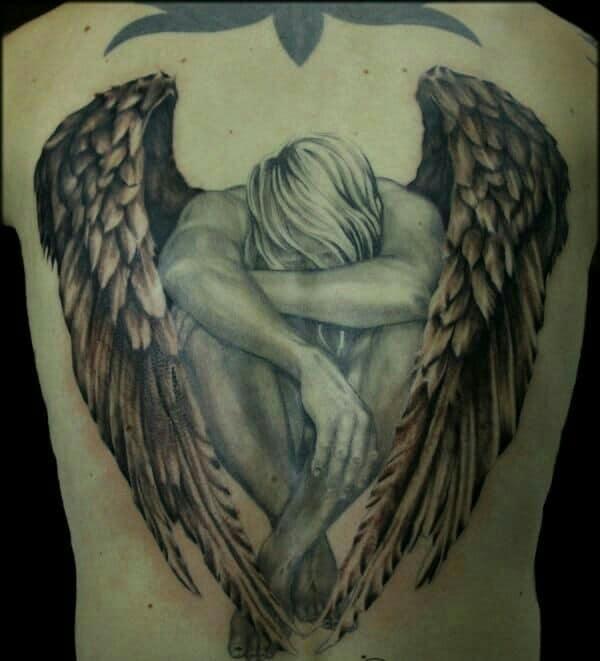 modelos de tatuajes de angeles en la espalda