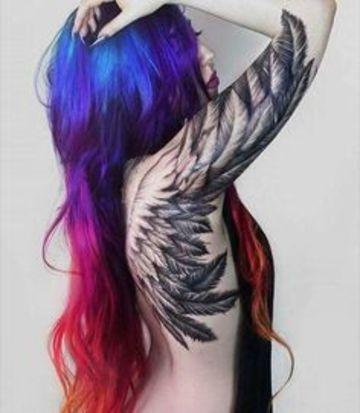 tatuajes de alas en el brazo y la espalda