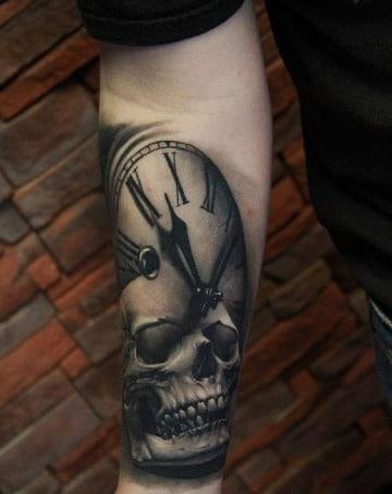 tatuajes de calaveras con reloj significado