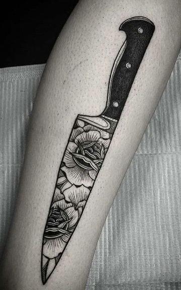 tatuajes de cuchillos de chef para mujer