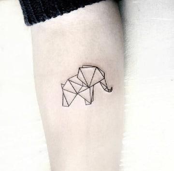 tatuajes de elefantes pequeños en el antebrazo