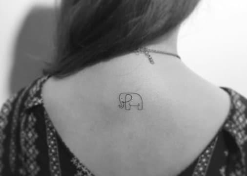 tatuajes de elefantes pequeños en la espalda