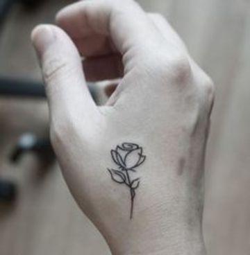 tatuajes de flores en la mano pequeños