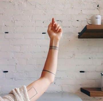 tatuajes de lineas en el brazo para hombres