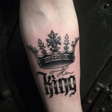 significado de tatuajes de corona con frase