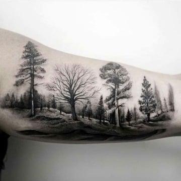 tatuajes de bosques para hombres en el brazo