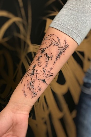 tatuajes de leones en el antebrazo para mujeres