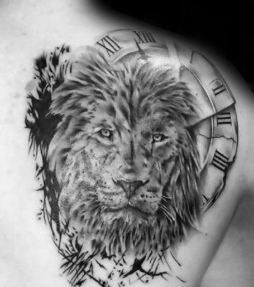 tatuajes de leones en el hombro para hombres