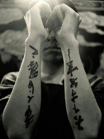tatuajes de letras japonesas para hombres