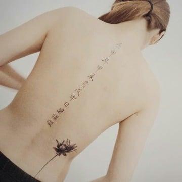 tatuajes de letras japonesas para mujer