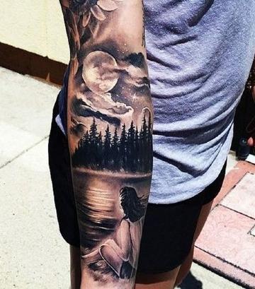 tatuajes de paisajes de noche en el antebrazo